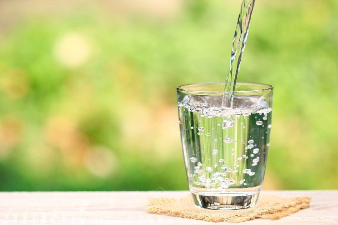 Read more about the article Jak picie czystej wody wpływa na nasze zdrowie?